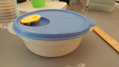 Tupperware Microwave Reheatable Bowl - GUC - 2.5 Cups