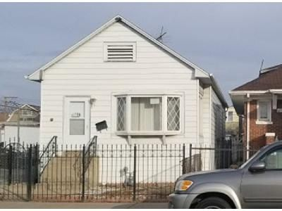 2 Bed 2 Bath Foreclosure Property in Chicago, IL 60641 - W Addison St