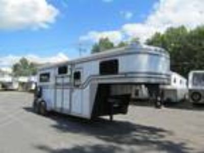 2008 Brunswick with Side Ramp and Slant Wall 2 horses