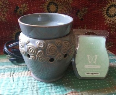 Scentsy Candle Warmer and Wax Bars
