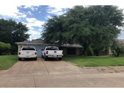 3 Bed 2 Bath Preforeclosure Property in Desoto, TX 75115 - Nora Ln