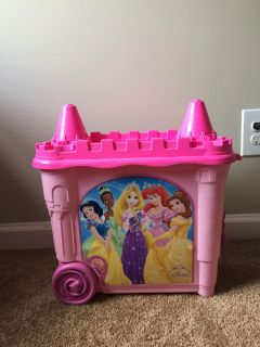 Disney princess pink pull along Barbie doll storage - hinges are worn see pictures