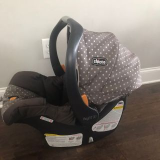 Chicco Keyfit Car Seat + 2 bases exp 2022
