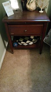 End table with 1 drawer & pull-out.