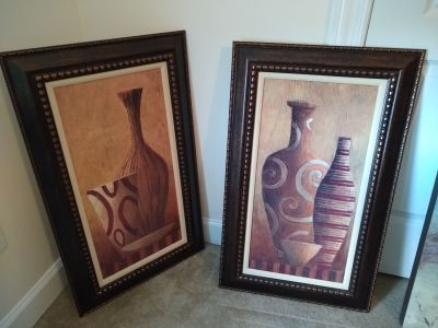 2 canvas framed pictures