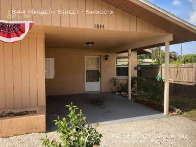 Well maintained 2 bedroom/1 bath duplex in South Sarasota today