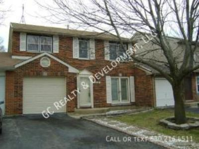 3 bedroom in Carol Stream