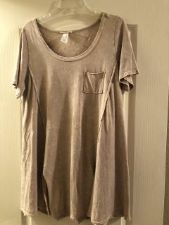 Easel tan top; cute on with slits in front; large; non-smoking/no pet home; Lake Jackson pick up; $10