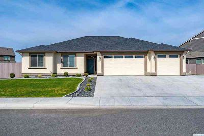 1407 Diamond Loop WEST RICHLAND Three BR, Welcome to this is a