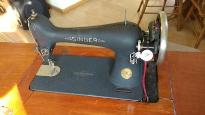 1949 singer threaddle sewing machine and table