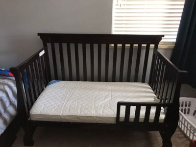Convertible crib/toddler bed plus bedding