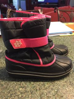 Pink snow boots size 3 $6