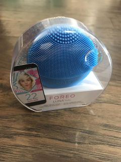 Foreo luna fofo cleansing facial brush new, sealed in package.