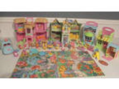 Big Fisher Price Loving Family Sweet Streets Hideaway Hollow
