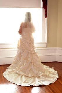 $450, Wedding Dress Size 141618