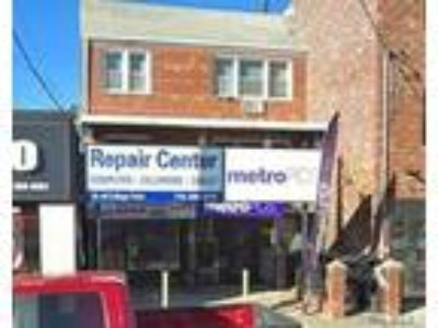 Id : storefront for rent on college point