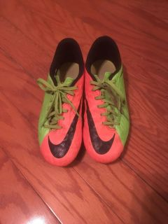 Soccer shoes size 6