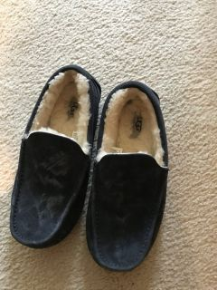 Men's Ugg Slippers size 7
