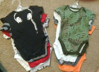 2) sets of 5 onesies (10 total) The children's place 3-6 months,
