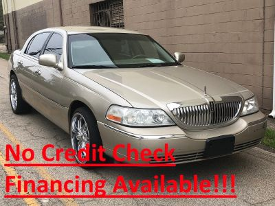 2004 Lincoln Town Car Signature (Beige)