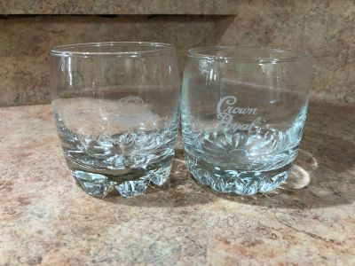 Lot of 2 collectible crown royal whiskey drink glasses-(b106)