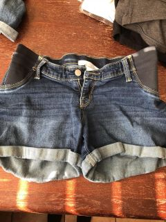 Side panel maternity jean shorts