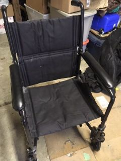 *** TRANSPORT WHEEL CHAIR FOR SALE *** GOOD CONDITION