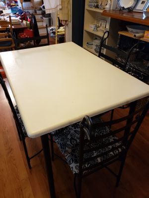 FREE: Cute table and four chairs