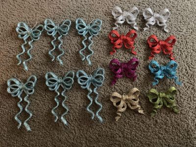 EUC Lot of 12 sparkly Christmas bow ornaments