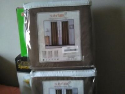 2 curtain panels