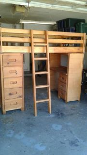 Child's bedroom ser, twin bed, desk and chest of drawers