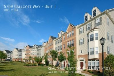 Luxurious End Unit Townhouse- Great Location!