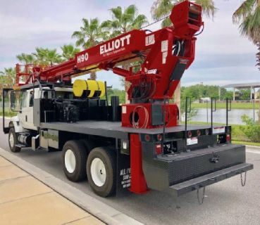 Sign Crane Truck for Sale-2005 Elliott H90R Mounted On a 2005 International 7400 Chassis