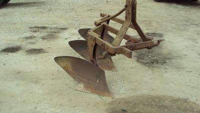 Heavy duty 3pt 3 bottom turning plow