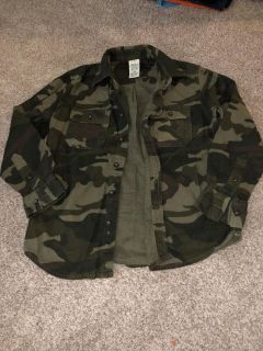 Boys button up flannel camo top size 10/12 good condition