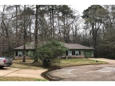 2 Bath Preforeclosure Property in Willis, TX 77378 - Mustang Ave