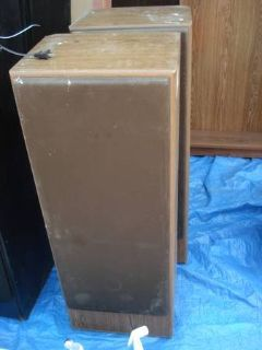 LARGE ASSORTMENT OF SPEAKERS - SEE PHOTOS