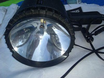 Nite Tracker RC3800 2 million hyper halogen spotlight with auto plug