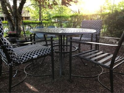 Patio Furniture Set. Table and 4 Chairs