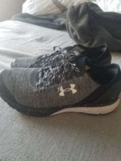 Woman's Under Armour Size 9