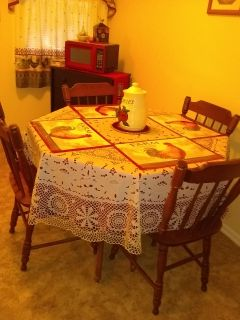 Solid Wood Kitchen Table and 4 Matching chairs