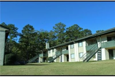 3 bedrooms - Meridian Apartments are located in north Tallahassee. Washer/Dryer Hookups!