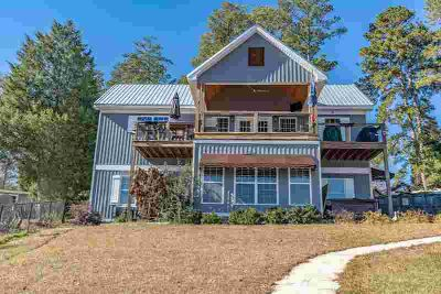 Florence Rd Milledgeville Three BR, This Lake Sinclair cottage is