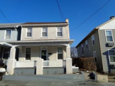 3BR Single Family With Hardwood Floors Throughout Entire 1st Floor