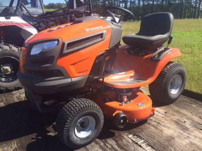 2017 Husqvarna YTH22V42 Lawn Tractors Lawn Mowers Hancock, WI