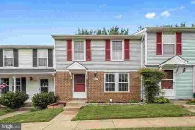832 Oak Leaf CT Warrenton Three BR, 3 level townhouse - enjoy in