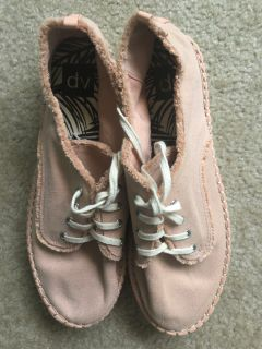 Women s size 11 soft peach casual platform shoes nwot