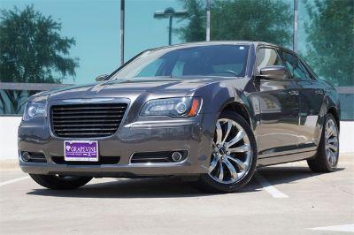 2014 Chrysler 300 S V6 (granite crystal metallic clearcoat)
