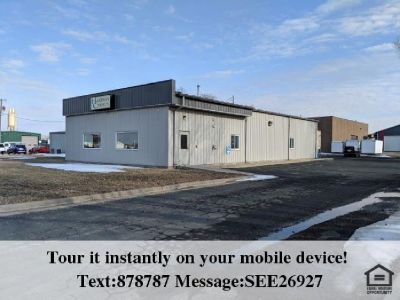 Nice, clean, commercial building in Belle Plaine!