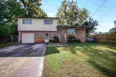 929 Jorick CT W Jacksonville, Well maintained home in